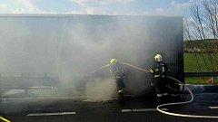 Požár tahače kamionu na dálnici D1.