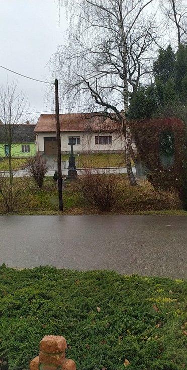 Brno - venkov Kovalovice. Je po dešti a žádný vítr.