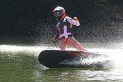 Jezdci Moto GP si na Brněnské přehradě vyzkoušeli jízdu na JetSurfu.