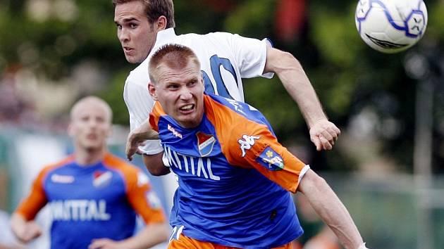 Petr Čoupek má na svém kontě už 99 ligových startů, ale pouze ten poslední odehrál v dresu Brna, kde s fotbalem začínal. Dvě sezony strávil ve Slovácku, poslední tři v Baníku Ostrava. V neděli oslaví stý zápas ve svém rodném městě v zápase proti Liberci.