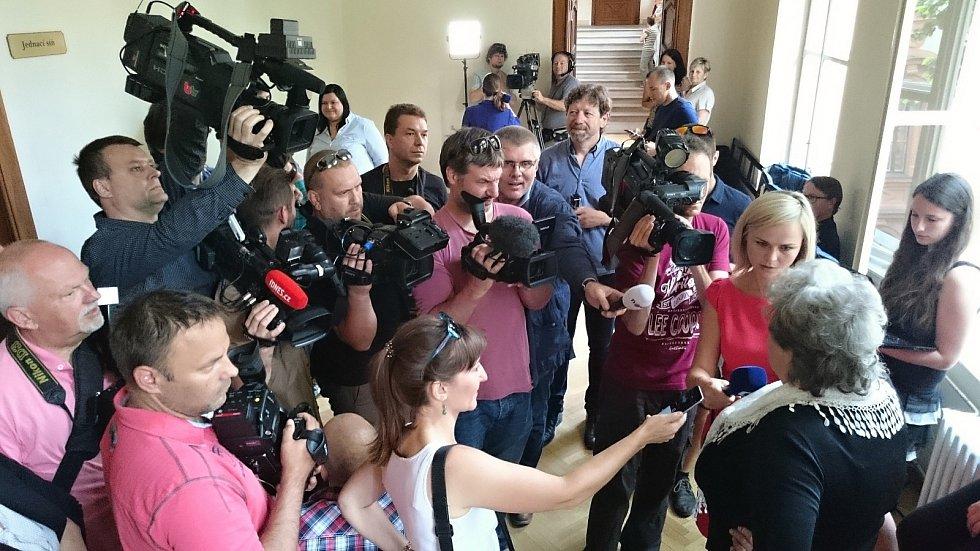 Hlavní líčení s Kevinem Dahlgrenem začalo v pondělí u brněnského krajského soudu. Američan je obžalovaný ze čtyřnásobné vraždy.