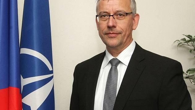 Ředitel Centra bezpečnostních a vojensko-strategických studií Univerzity obrany v Brně František Mičánek míří do funkce děkana vojenské školy NATO v Římě.