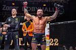 V Brně se uskutečnil další turnaj Oktagon MMA, v hlavním zápase Karlos Vémola (na snímku) uškrtil Milana Ďatelinku.