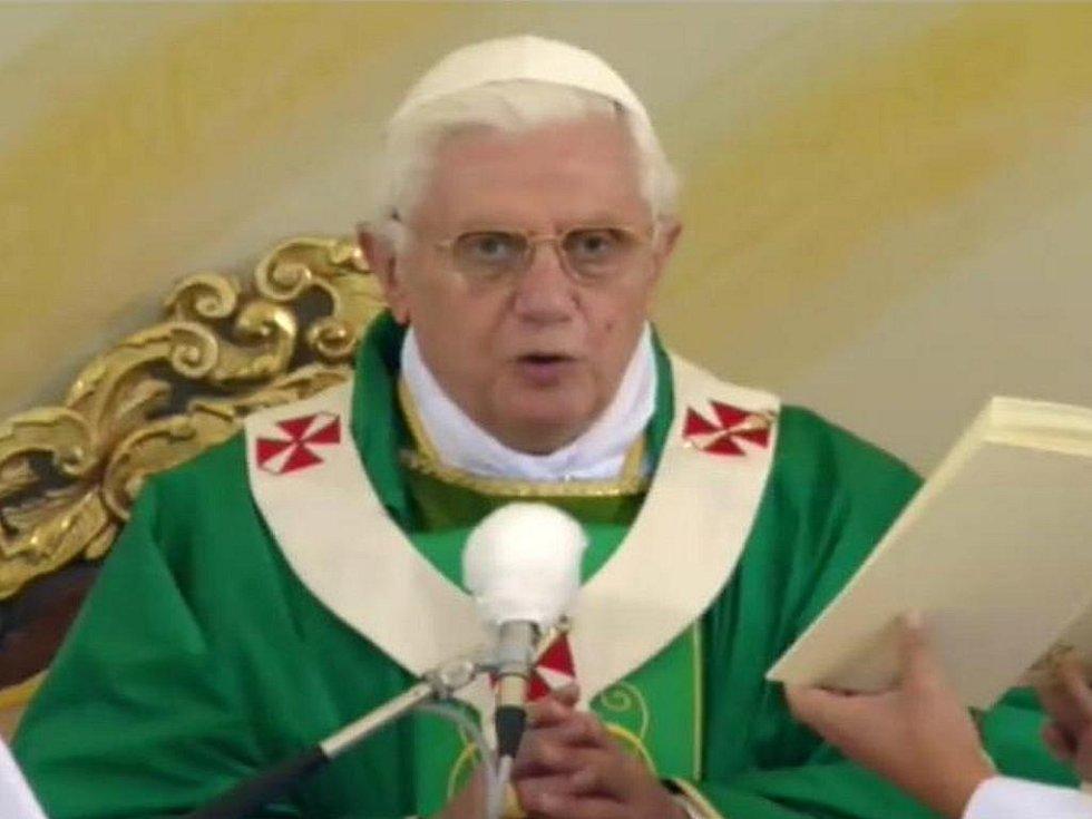 Papež Benedikt XVI. při mši v Tuřanech.