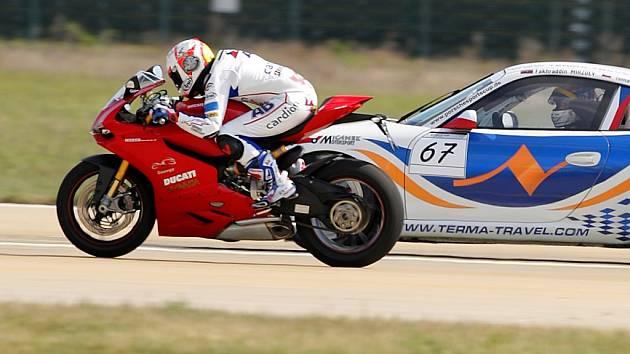 Závod o nejrychlejší dopravní prostředek vyhrál bezkonkurenčně Karel Abraham.