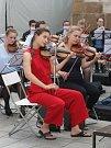 Studentský sbor a orchestr Technické univerzity z holandského Delftu Krashna Musika vystoupil na brněnském Jakubském náměstí.