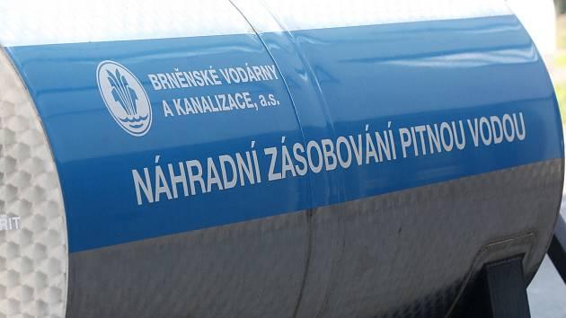 Havárie vody v ulici Gajdošova v Brně