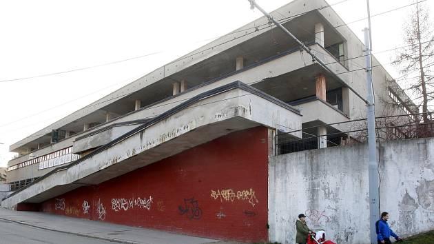 Bývalé nákupní středisko Letná zmizí. Nahradí ho byty s obchody.