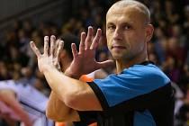 Basketbalový rozhodčí Ivor Matějek.