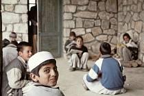 Výstava fotografií z Afghánistánu nazvaná Život s nadějí je k vidění na Univerzitě obrany v Brně.