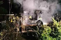 V Kuřimi na Brněnsku hořela v pondělí před čtvrtou ráno zahradní chatka.