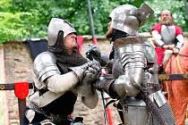 Rytíři, kejklíři a hudebníci v těchto dnech zpestřují návšětvu lidem na hradě Pernštejn. Slavnosti potrvají do neděle.