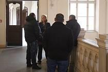 Krajský soud v Brně potvrdil tresty třem zlodějům za sérii vloupání do bytů a domů v Brně, Kyjově a Olomouci.