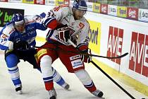 Čeští hokejisté (vpravo Petr Čáslava) prohráli ve druhém utkání na Kajotbet Hockey Games v Brně s Finskem 2:3 v prodloužení.
