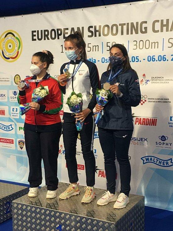 Střelkyně Zina Hrdličková získala mezi juniorkami bronz na mistrovství Evropy.