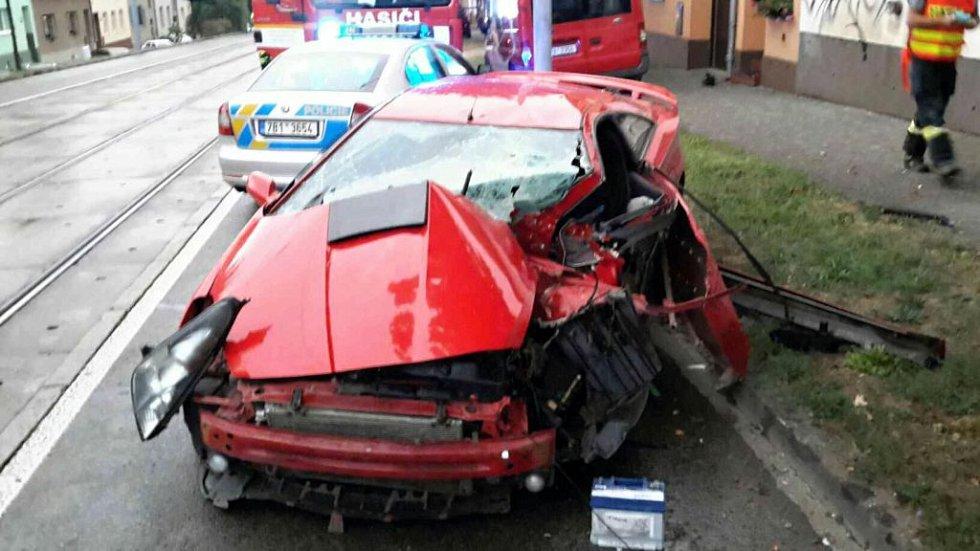 Během deštivého prvního zářijového dne jihomoravští hasiči zasahovali u deseti dopravních nehod.