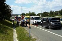 Dvě dodávky se srazily v pátek po jedné hodině odpoledne v brněnské Ostravské ulici. Zranili se při ní čtyři lidé.