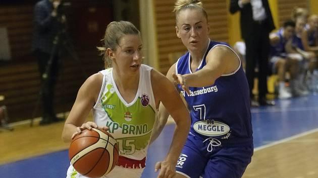 Basketbalistky KP Brno v zápase EuroCupu. Na snímku Beránková a Okockyleová.