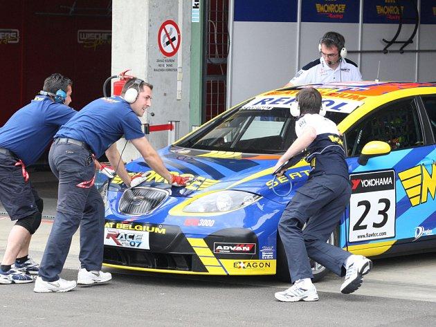 Favoritem závodů cestovních vozů v Brně budou jezdci se španělskými Seaty.