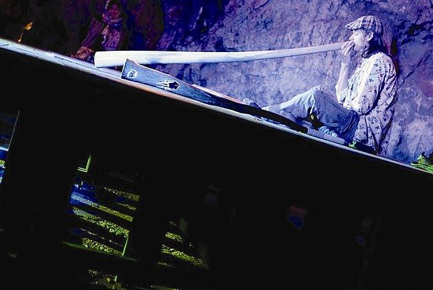 """Akustiku jeskyně Výpustek otestují hosté zČeské republiky, Slovenska izahraničí. """"Všichni významní hudebníci, kteří na festival zatím přijeli, vždy byli překvapeni krásou jeskyní a malebné přírody Moravského krasu."""