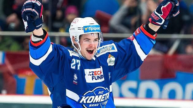 Hokejisté Komety Brno (v modrém) porazili Hradec Králové 3:1.