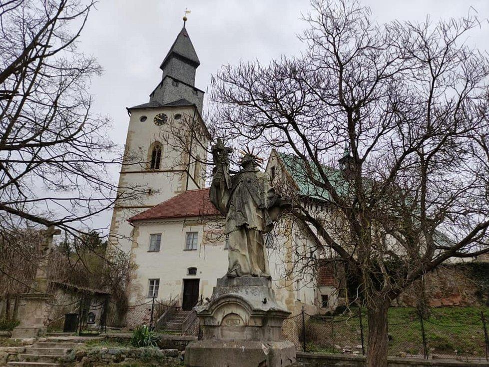 Výlet vedl z Kurdějova na Kamenný vrch a dále až k Mandloňové rozhledně nad Hustopečemi u Brna.