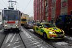 Středně těžká zranění utrpěl řidič osobního auta po srážce s tramvají v brněnské Křenové ulici.