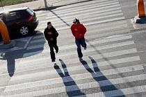 Na některých přechodech pro chodce může jít doslova o život.