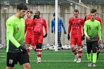 Ještě v sobotu líšeňští fotbalisté (v červeném) porazili v přípravném utkání Prostějov 2:1.