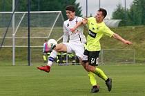 Rosice 05.10.2019 - domácí SK Líšeň v bílém (Jan Hlavica) proti FK Ústí nad Labem (Lukáš Matějka)