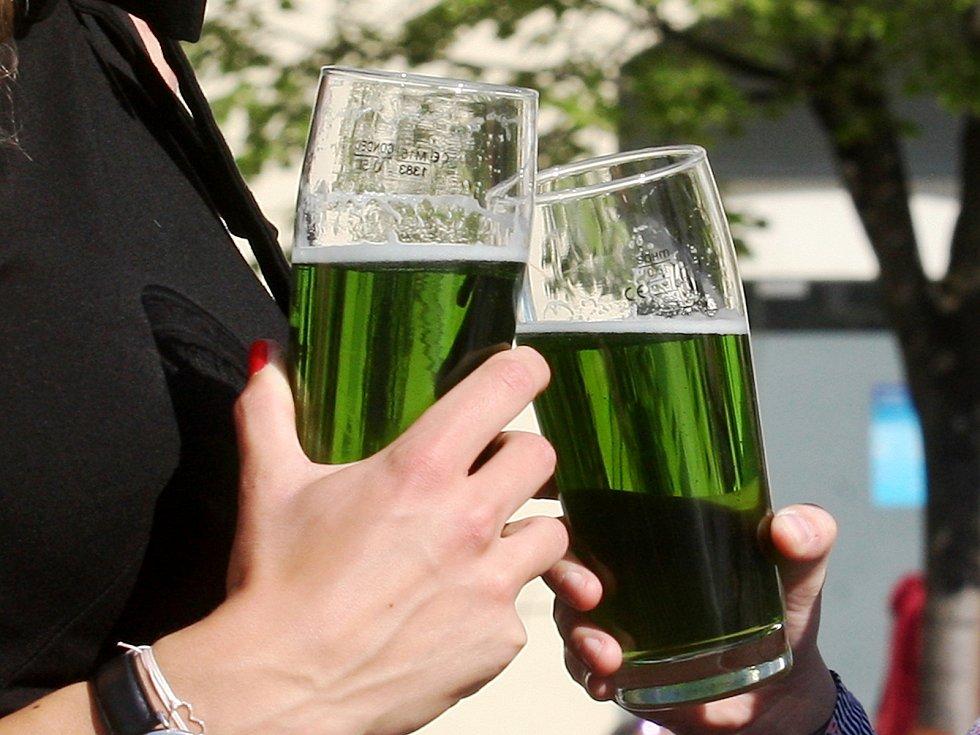 Zelené pivo.