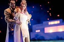 Scénograf Sebastian Stiebert a režisérka Annette Jahns přenesli Mozartovu operu do brněnského prostředí.