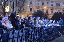 Lidé fandili Kometě na Moravském náměstí.
