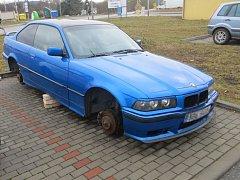 Vloupávali se do aut nebo z nich demontovali ta nejdražší kola. Skupinu čtyř podezřelých dopadli v těchto dnech brněnští kriminalisté.