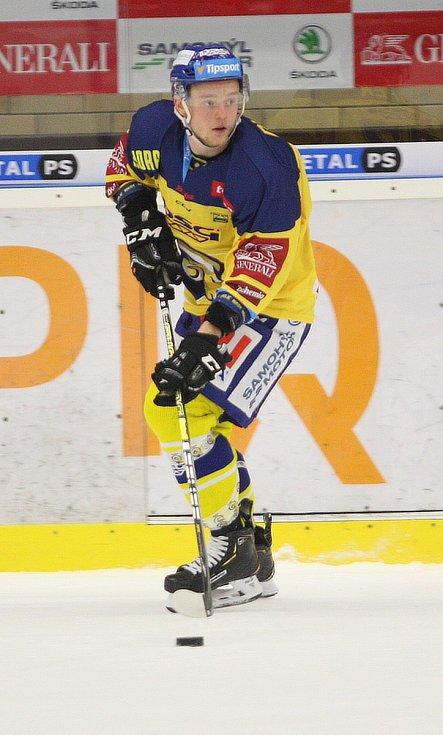 Extraligoví hokejisté Berani Zlín (ve žlutém) v 52. kole v pátek doma vyzvali mistrovskou Kometu Brno.