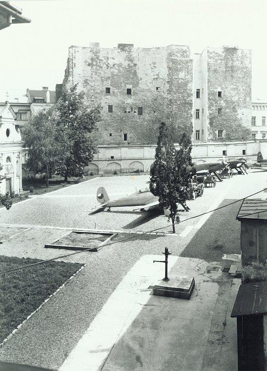 První úprava velkého nádvoří Technického muzea Brno.