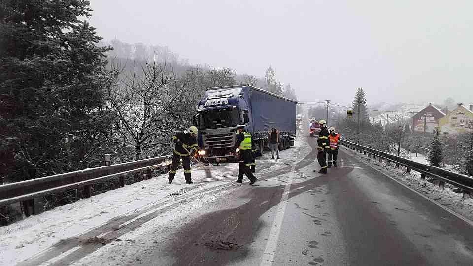 Nesjízdná silnice u Závisti.