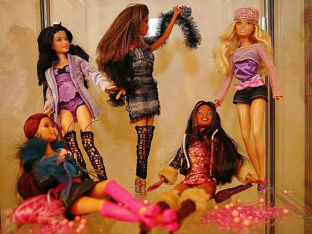 Výstava panenek Barbie v Rosicích.