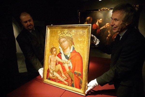 Středověký obraz Madony zVeveří je od pondělí chloubou brněnského Diecézního muzea. Po osmdesáti letech se vrátil zpět svému majiteli, farnosti zVeverské Bítýšky. Ta se ojeho vlastnictví dlouhodobě přela sNárodní galerií.