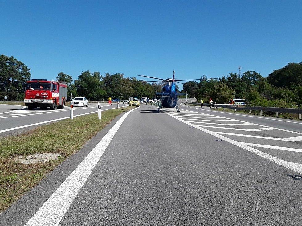 Nehoda dvou osobních aut u Ostrovačic si vyžádala pět zraněných.