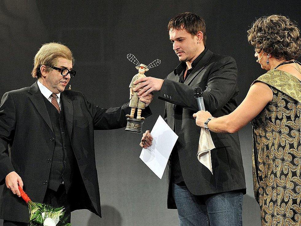 Jako nejpopulárnějšího herce zvolili diváci Petra Štěpána (uprostřed).
