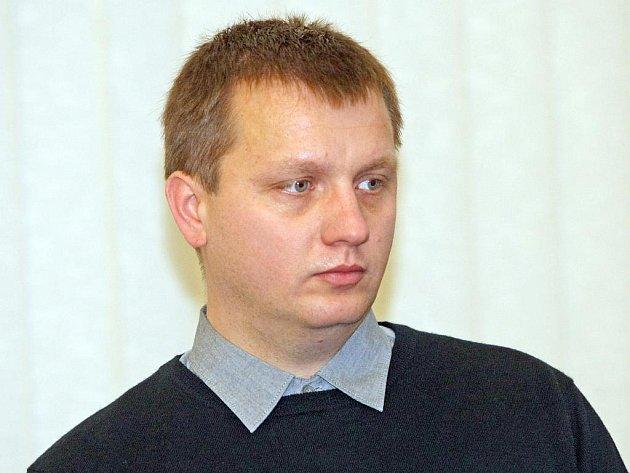 Znalec z oboru odpravy v roce 2011 vypracoval posudek k případu Pavla Domši (na snímku), který čelil obžalobě z přečinu ublížení na zdraví výtržnictví a poškození cizí věci.