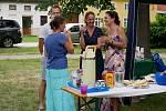 Akce Česko jde spolu na piknik vyzvala lidi z různých míst naší země, aby pořádali ve stejný čas piknik. Na snímku setkání ve Smržicích.