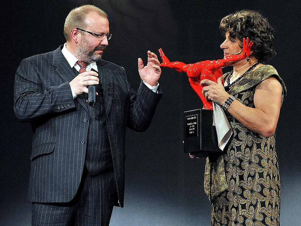 Nejoblíbenější inscenací je muzikál Les Misérables (Bídníci), za kterou si cenu odnesl režisér Stanislav Moša.