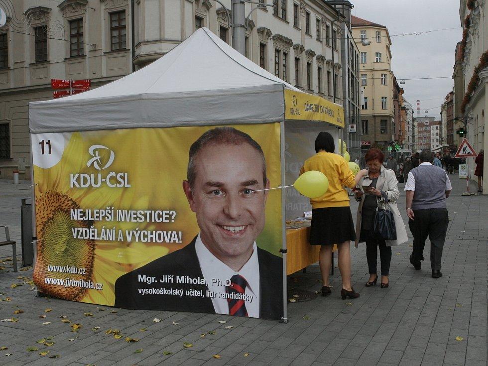 Šest týdnů se strany kandidující do poslanecké sněmovny snažily v kampaních získat hlasy voličů.