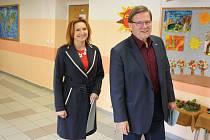 V rohatecké základní škole volili manželé Škromachovi.