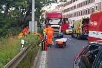 Vážnou nehodou skončila pondělní ranní cesta mladého motorkáře. Před šestou hodinou narazil v brněnské ulici Poříčí do svodidel.