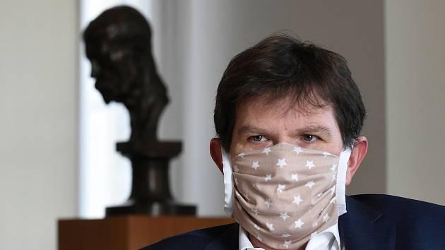 Masarykova univerzita se brání opatření hygieniků. Celá jižní Morava je oranžová