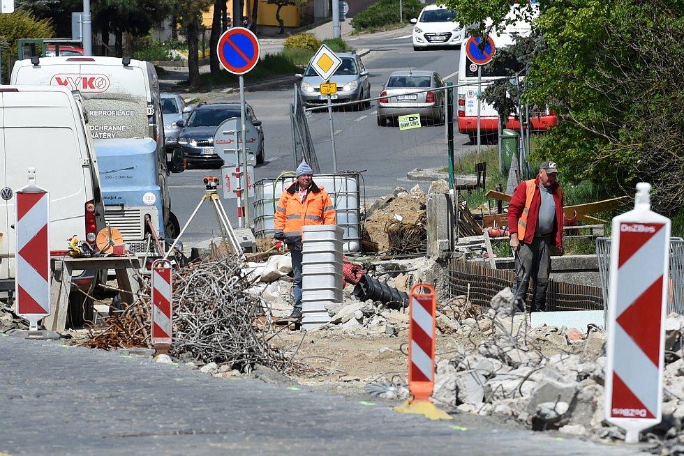 Oprava Obřanského mostu přes řeku Svitavu.