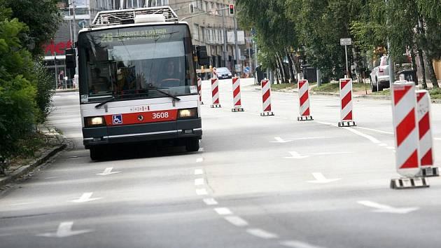 V pondělí začala uzavírka Pionýrské ulice v brněnském Králově Poli.